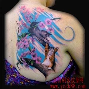 背部猫咪樱花纹身
