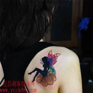 好看的肩部精灵翅膀纹身图案