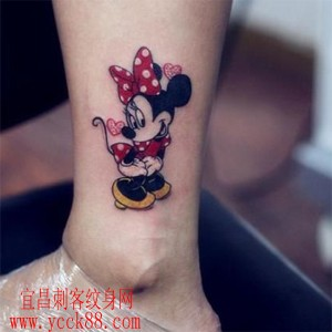 可爱的美女腿部米老鼠纹身图案图片