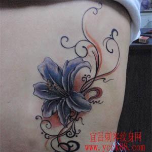 百合花纹身图案
