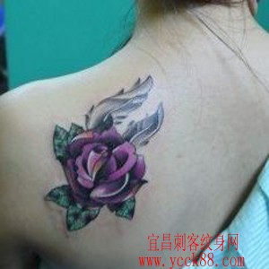 肩部彩色玫瑰纹身图案纹身图片